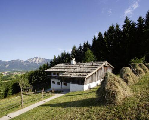Hotel Garni Almenrausch & Edelweiß in Garmisch-Partenkirchen, Almenrausch und Edelweiss, Lage, Umgebung, Freizeit, Freilichtmuseum Glentleiten