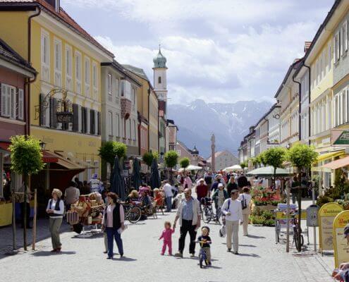 Hotel Garni Almenrausch & Edelweiß in Garmisch-Partenkirchen, Almenrausch und Edelweiss, Lage, Umgebung, Freizeit, Murnau am Staffelsee