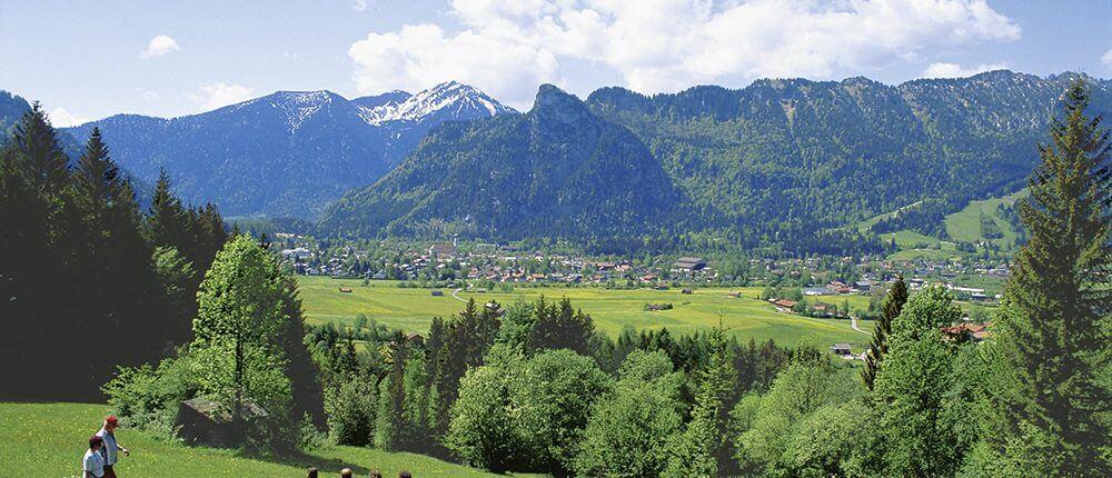Hotel Garni Almenrausch & Edelweiß in Garmisch-Partenkirchen, Almenrausch und Edelweiss, Lage, Umgebung, Freizeit, Oberammergau
