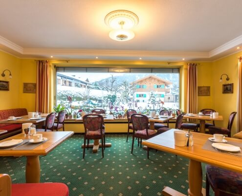 Hotel Garni Almenrausch & Edelweiß in Garmisch-Partenkirchen, Almenrausch und Edelweiss, Frühstücksraum